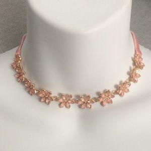 Jewelry - Pink flower choker